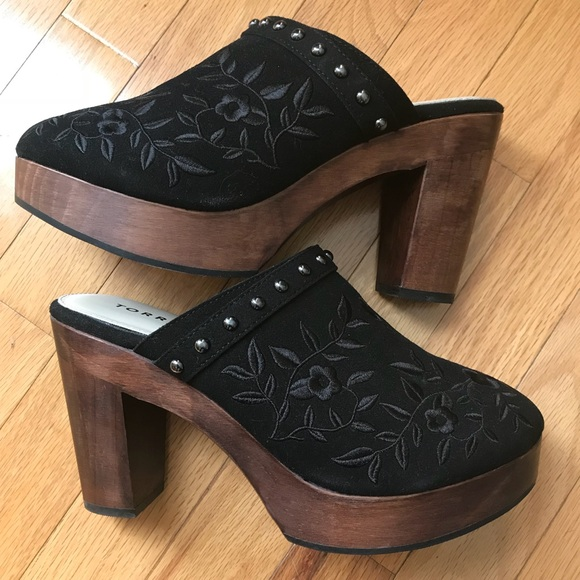 Torrid Embroidered Wooden Clogs 9w